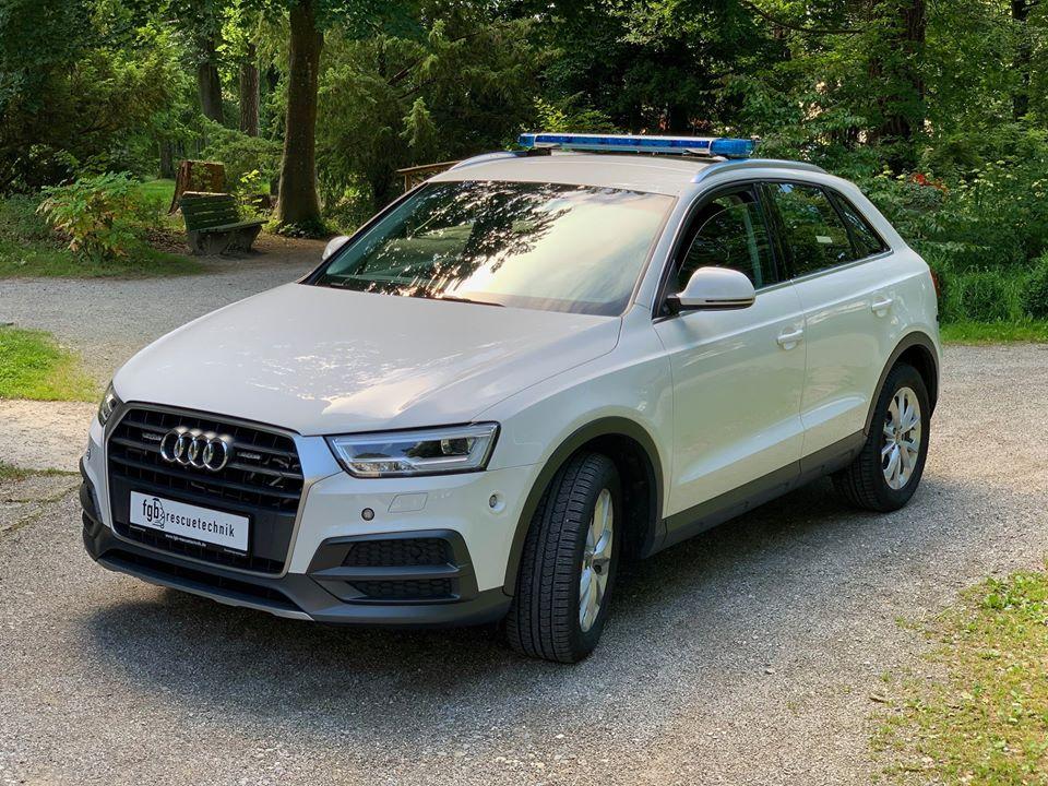 Audi Q3 HVO Maxhütte mit Standby LED Blaulicht weiß