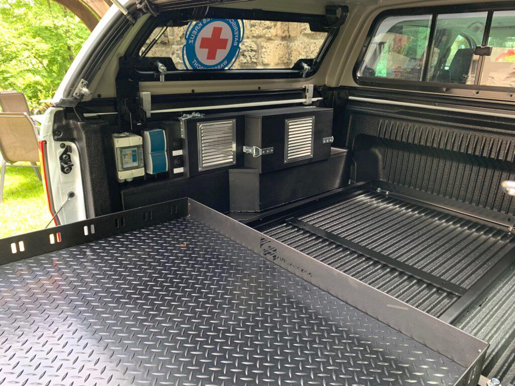Ford Ranger Wasserwacht Cham Steckdosen im Kofferraum