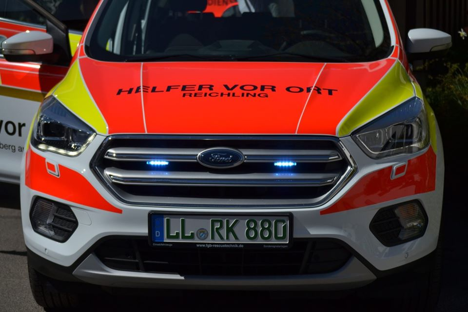 Helfer vor Ort Reichling Ford Kuba Standby Blaulicht