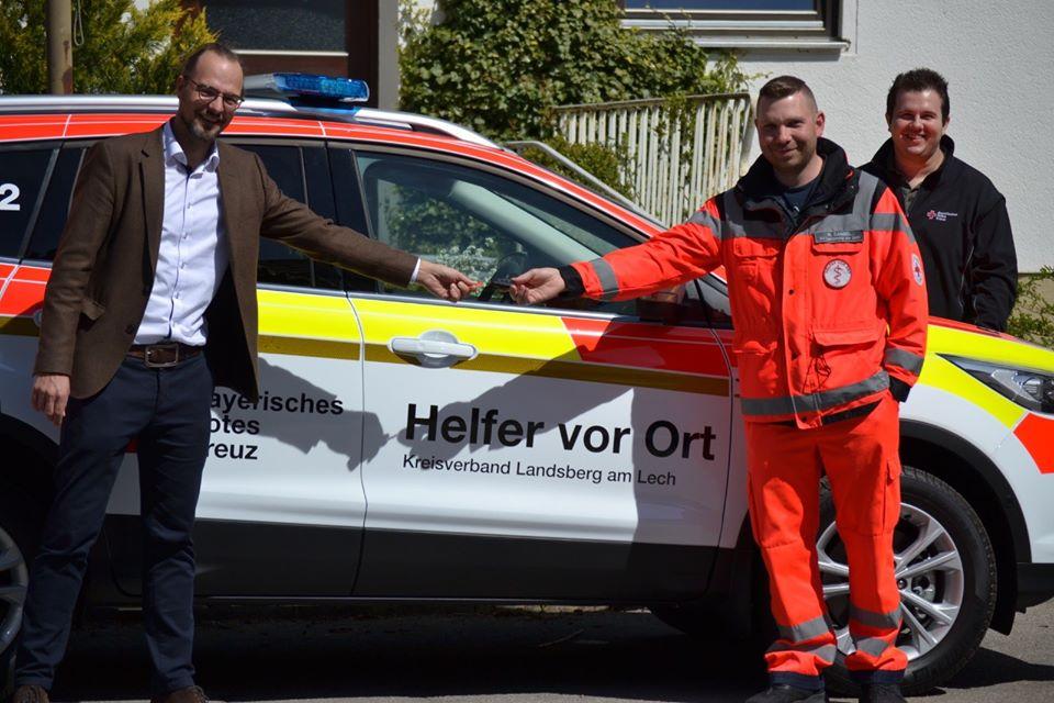 Übergabefoto Helfer vor Ort Reichling in Landsberg