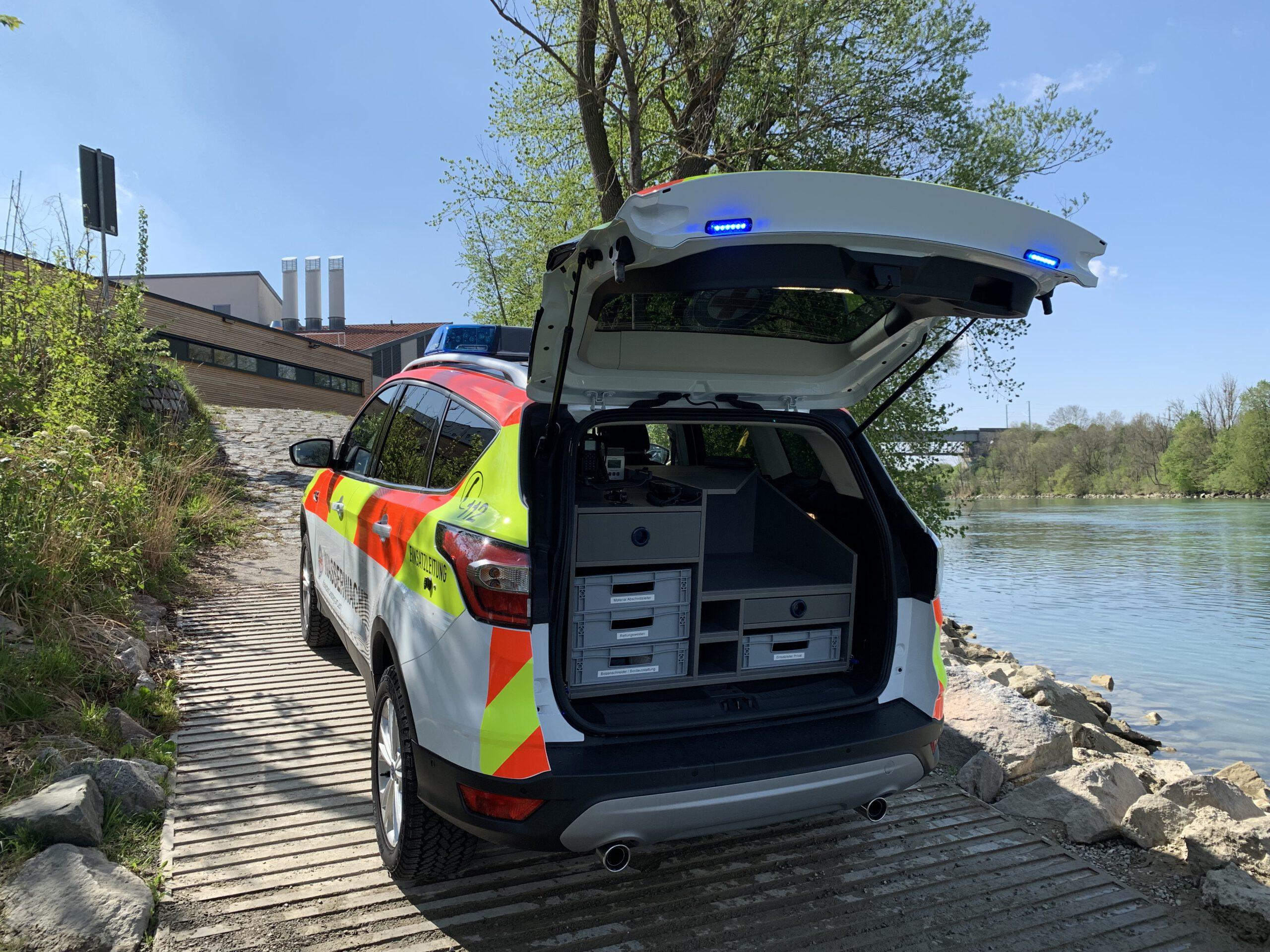 Ford Kuga Wasserwacht KDOW geöffnete Heckklappe am Lech