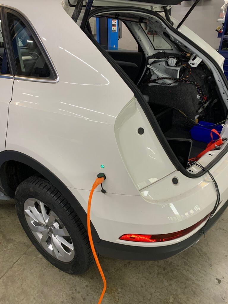 DEFA Ladeerhaltung am Einsatzfahrzeug Audi Q3