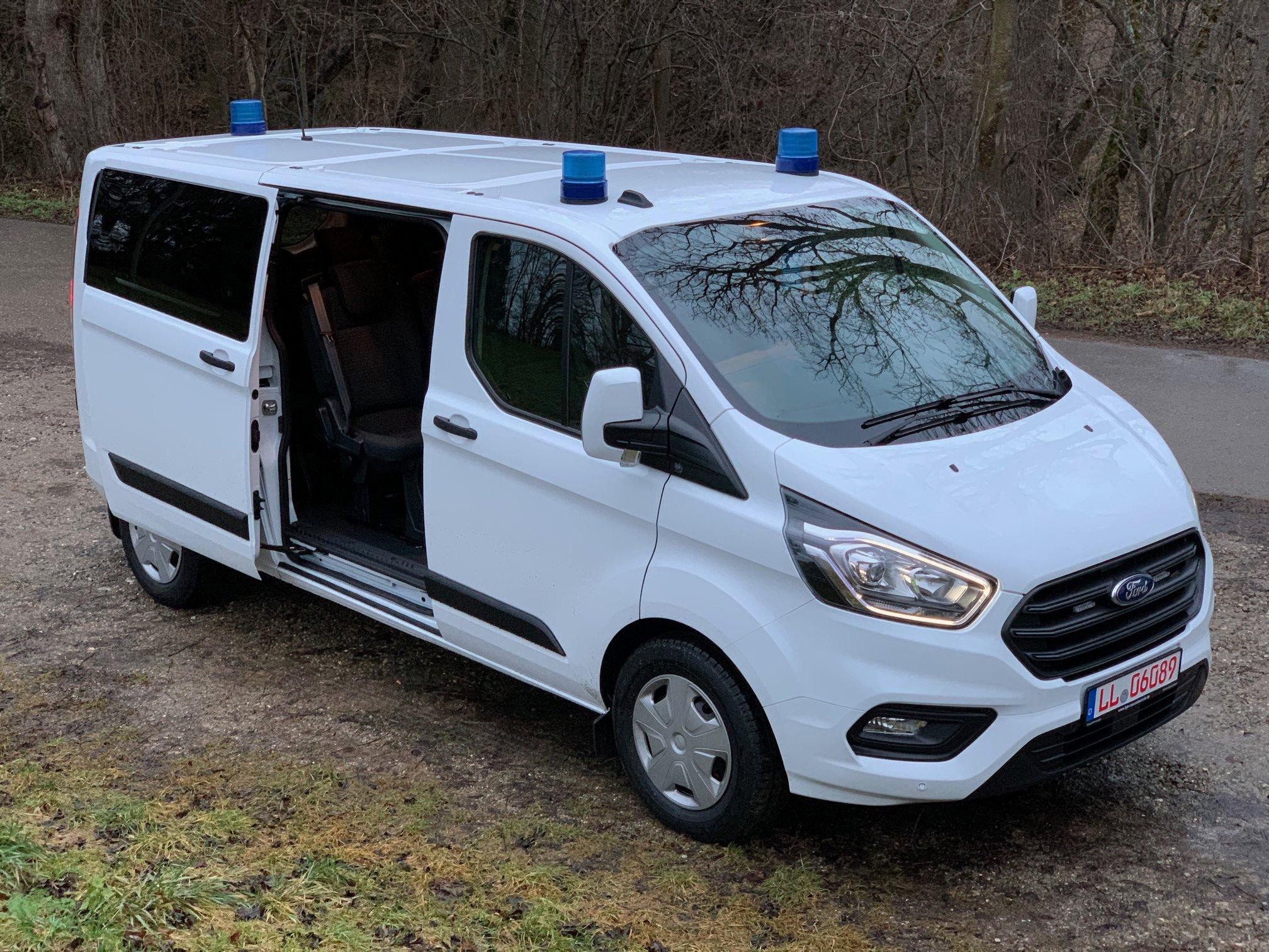 MTW auf Ford Transit Custom mit offener Schiebetür
