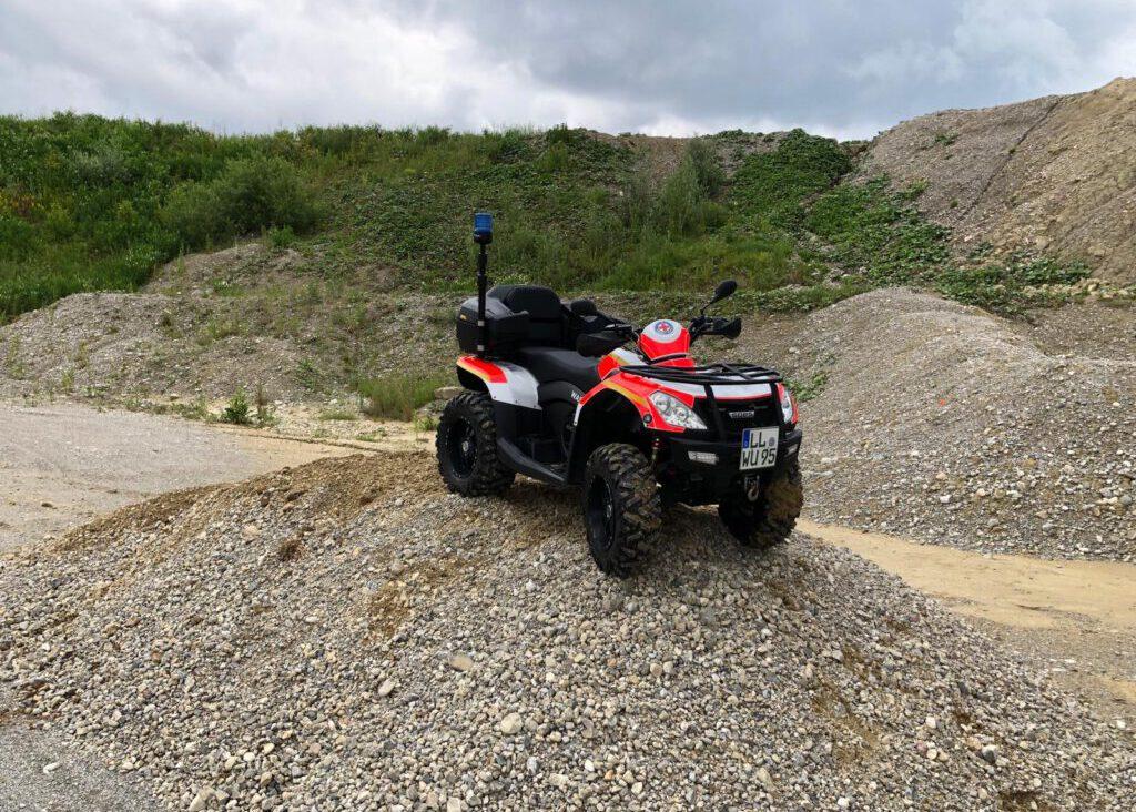 Quad der Wasserwacht Utting - ATV auf Kies